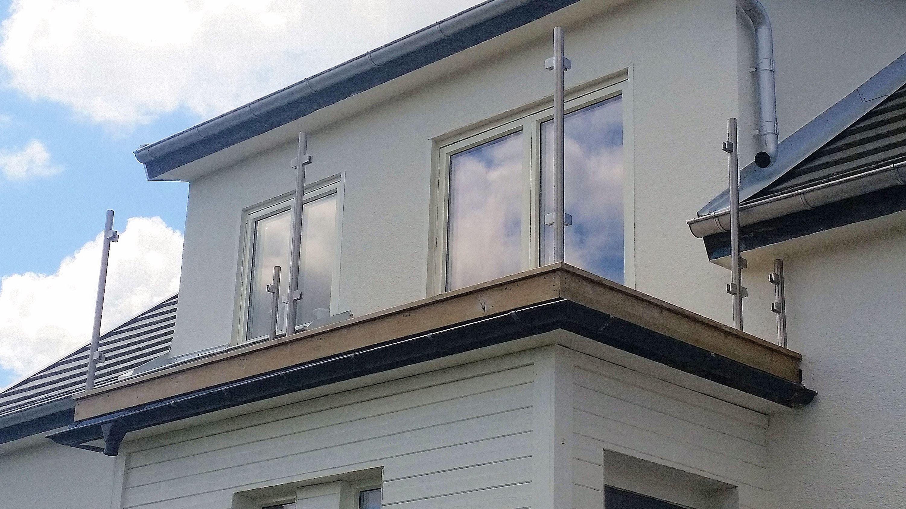 Avslutad, altan och balkong, rostfritt räcke utan handledare och ...