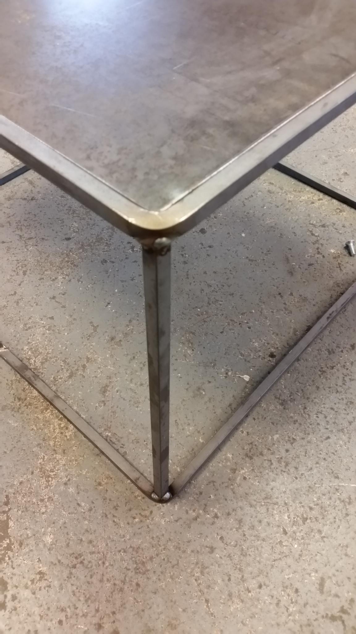 Avslutad. trendigt design bord i stavar och cortenplåt ...
