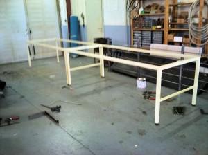 AVSLUTAD, 2 stycken arbetsbord i rörkonstruktion