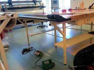AVSLUTAD, Mindre maskinställning ska monteras på ett arbetsbord