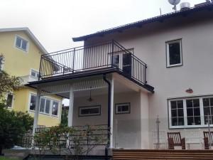 AVSLUTAD, 1 Fransk  balkong och 2 balkongräcken i smide, Leverans Bromma