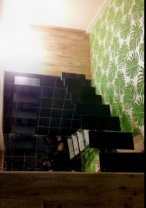 AVSLUTAD, Rostfritt trappräcke med mera, trappa med 2 sektioners singel balk och EK steg, Leverans Värnamo