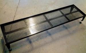 Tillverkad i vinkel 25x25 mm, platt 30x3 mm, rostfri perforerad plåt med 10x10 mm hål