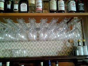 AVSLUTAD, Vinglas ställning för att hänga glasen.