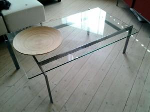 3800:- ink moms, storlek på detta bord är 1200 mm x 700 mm och höjd 400 mm