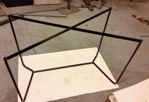 Första bordet färdigt med svart pulverlack