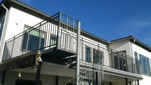 AVSLUTAD, Smides räcke ca 16 meter och Entre trappräcke. Leverans Stockholm