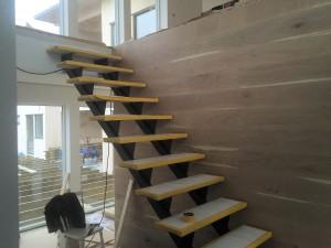 AVSLUTAD, Trendig dubbel balks trappa med vitbetsade EK steg