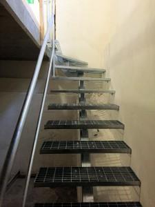 AVSLUTAD, Enbalks trappa till Källare med gallerdurks steg. Lev. Göteborg.