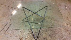 Faktum är ju att en rektangulär glas skiva funkar ju oxå riktigt bra till den benställningen :) annars va en rund skiva tanken.