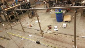 Rostfritt räcke med glas sektioner och EK handledare