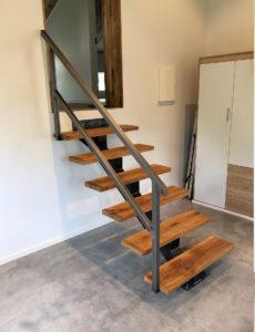 Singel balkstrappa till loft